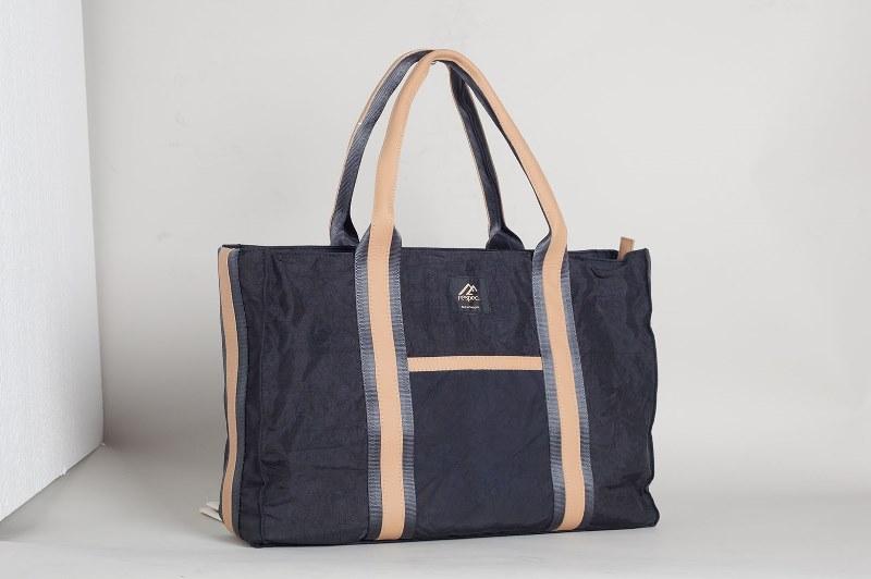 BB01 自動車のエアバッグが素材の耐久性に優れた男女兼用トートバッグ【L】Black