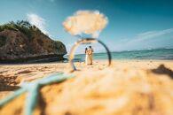 【150カット&ロケ地2箇所】沖縄本島のビーチで撮影するフォトウェディングプラン(ドローン撮影&ダイジェストムービーつき)