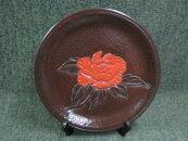 鎌倉彫陽堂「飾り皿 尺1 朱入り 牡丹(皿立て付)」