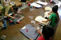 帆布のエコバックとペットボトル入れにオリジナルの絵をプリントするスクリーン印刷 体験