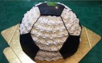 ホイップサッカーボールケーキ