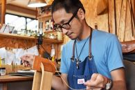 【職人手縫いの本革製品】キーケース(ワイン×キャメル)