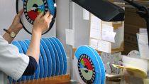【奥州市内教育施設に温湿度計を寄贈】子どもたちがひと目でわかる熱中症注意目安付き温湿度計 TM-2486W
