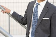 【受注生産】匠の技術で織り上げるシルク100%のペイズリー更紗ネクタイ(サックスブルー)