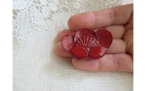鎌倉彫青山工房のブローチ(紅梅)
