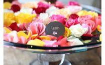 たっぷりのバラの花びらのプレゼント。とっておきの一日に!<LotusGarden>