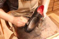 革を手染めによって染め上げ、独創的な雰囲気を作り出すパティーヌオーダー靴お仕立て券