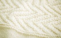 ≪生成り≫【気仙沼ニッティング】手編みセーター「エチュード」Sサイズ(女性標準サイズ)