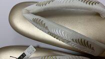 ぞうり 草履 シャンパンゴールドの台に白地に白金の刺繍 Mサイズ