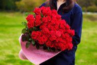 品種と色はおまかせ 豪華なバラの花束60本