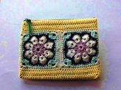 ◆毛糸で編んだモチーフ柄のポーチ