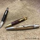 ブラックチェリー材の木製ボールペン回転式(金具:サテンニッケル)