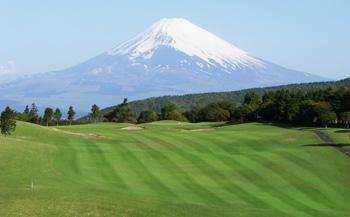 芦の湖カントリークラブ土日祝日ゴルフ利用券【3名】