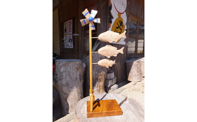 卓上木彫りのこいのぼり
