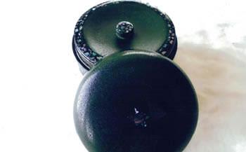 伝統の技で作り出される美しさが生活を彩ります!「秋田塗乾漆塗茶筒(螺鈿入)」