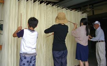 手延べ素麺作り箸分け体験と試食工場見学(6名~10名様)