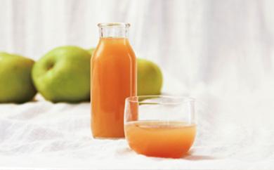 青りんご・ブラムリー100%のりんごジュース(無添加・数量限定)